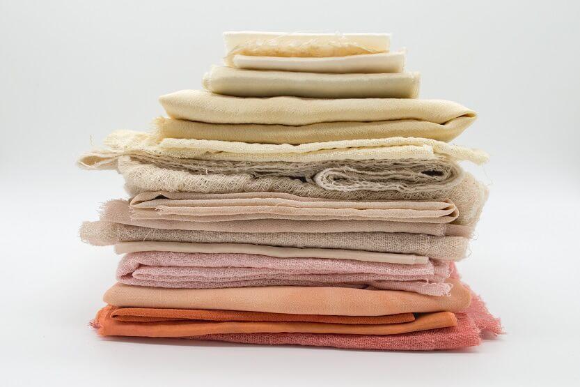 Lee más sobre el artículo Colores de moda 2021 en textiles, como introducirlos en tu hogar por menos de lo que imaginas.