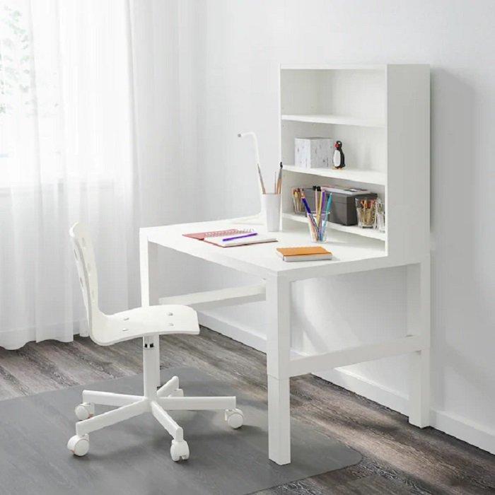 Conjunto de escritorio infantil con estanteria de Ikea