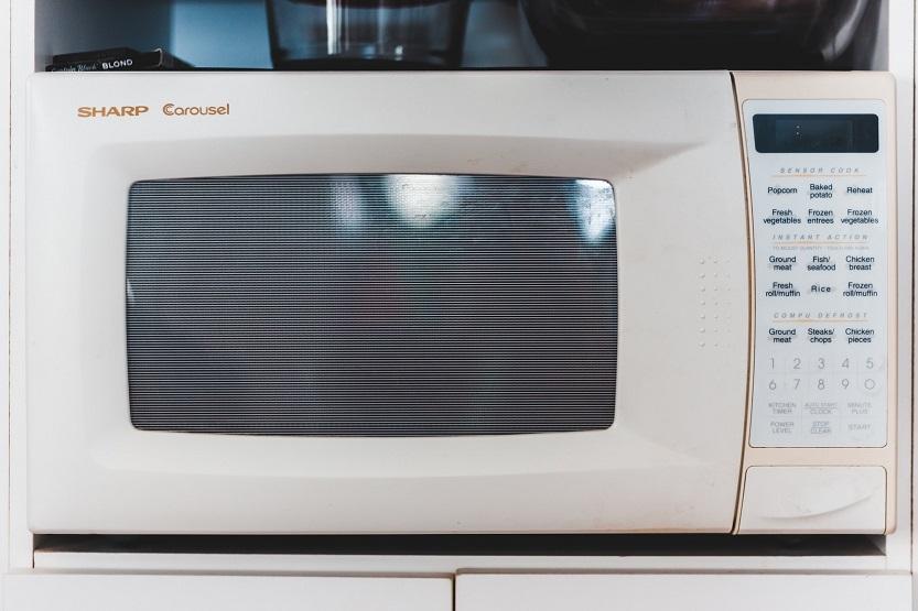 Lee más sobre el artículo ¡Truquitos para calentar tuppers correctamente en el microondas!