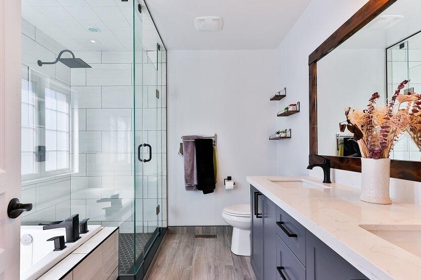 Lee más sobre el artículo Las paredes de cristal para baños triunfan en decoración