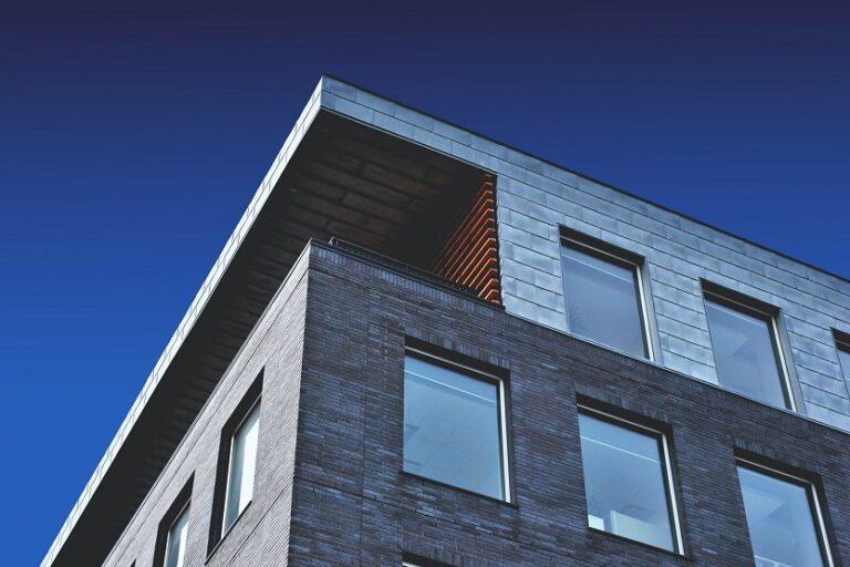Ventanas de aluminio en un edificio Etienne Beauregard-Riverin Unsplash